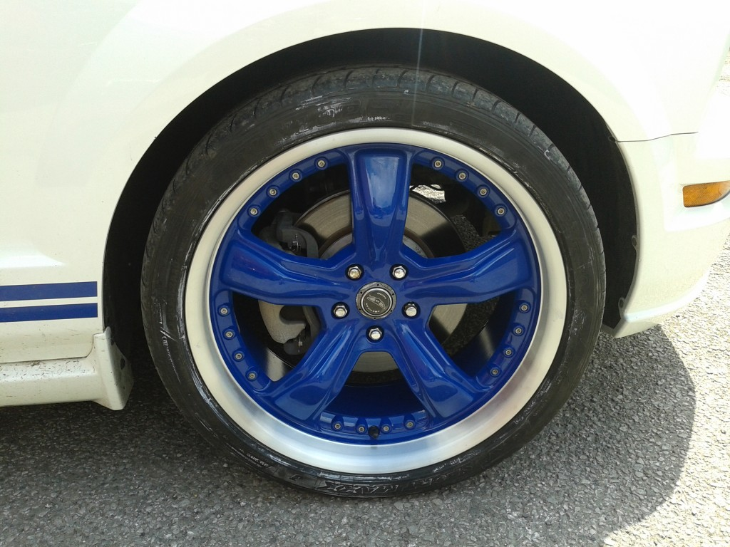 Picture of a blue split rim