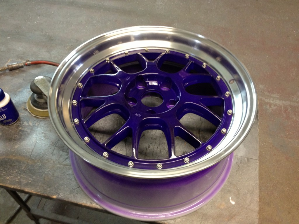 Picture of purple split rims on a VW Bora